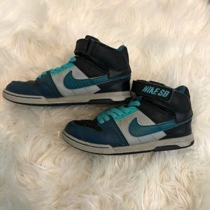 Nike SB Boys Shoes sz 13C Mogan Mid